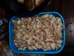 Cogumelos Paris já cortados para fazer na manteiga com legumes