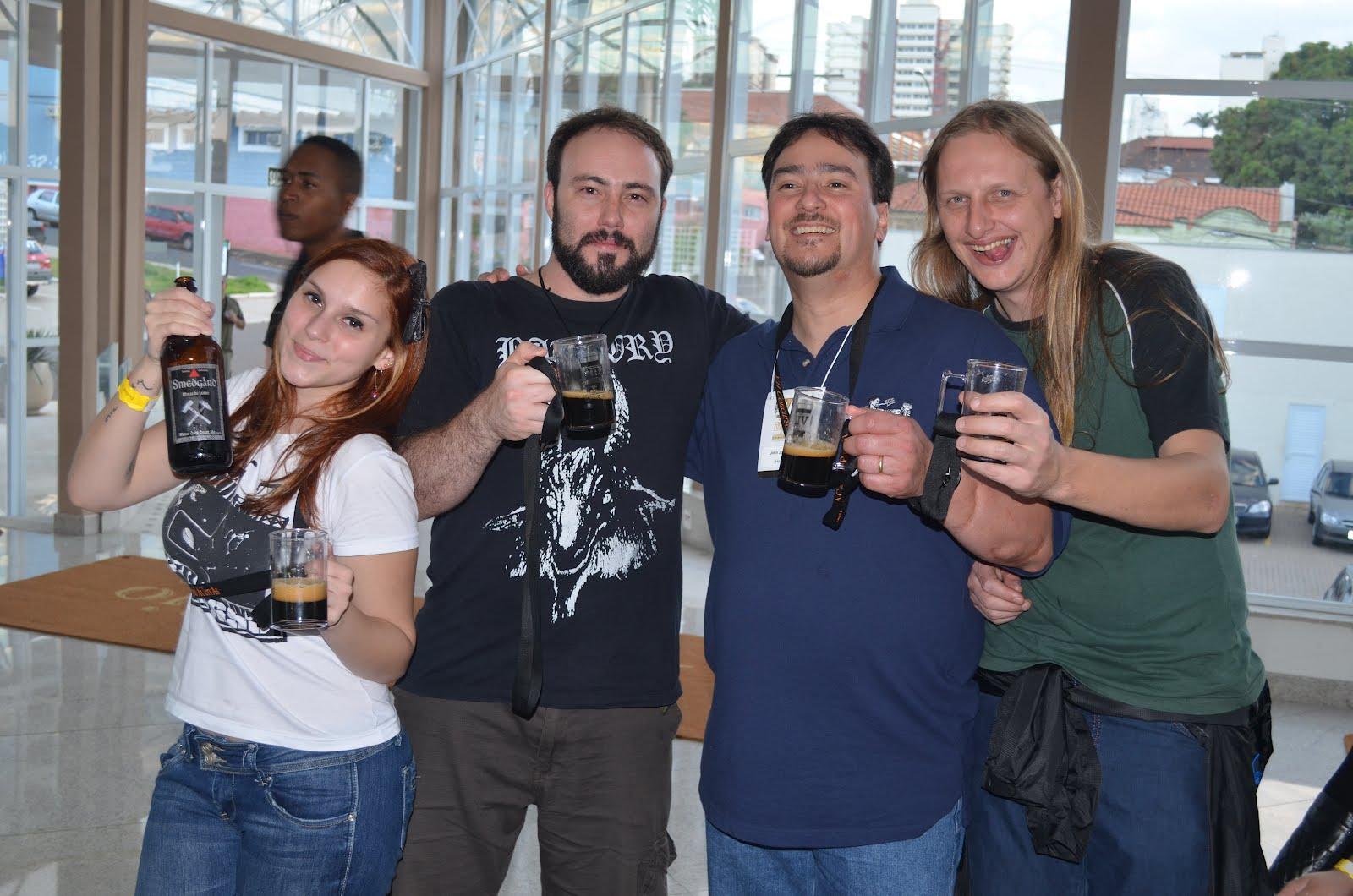 Fernanda, Daniel (Smegard), John Palmer, Murilo tomando uma Minas de Ferro
